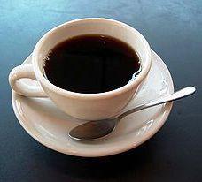 Утро доброе.  Ресницами хлоп-хлоп, Кудри разметались по подушке.  В комнату, как марево, плывет Запах кофе...